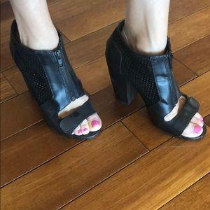Kelsi Dagger Trendy black heels